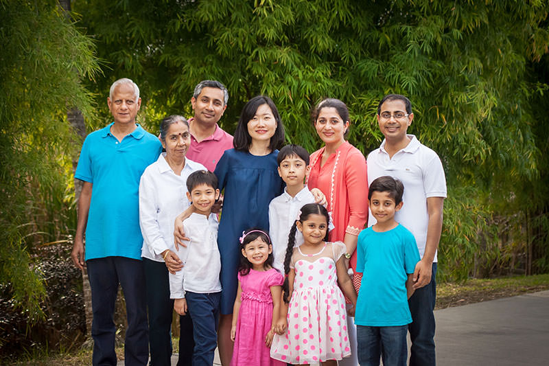 Outdoor Big Family Photo Shoot