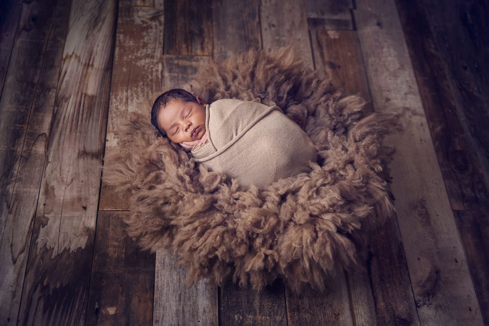 beautiful newborn photo idea