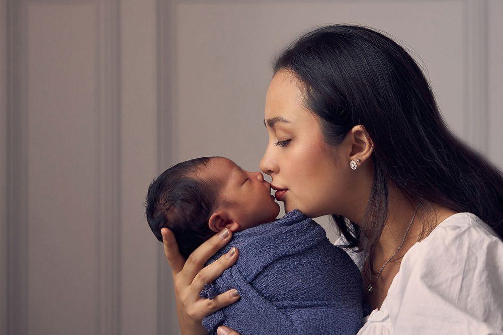 newborn with parent photoshoot