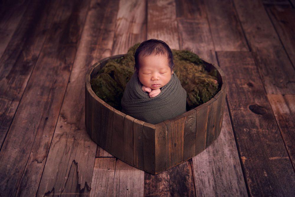 nice newborn photo idea