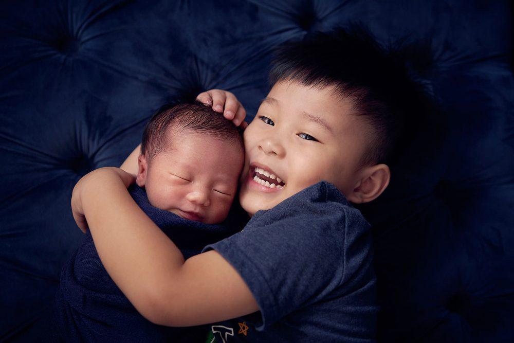 singapore newborn family sibling